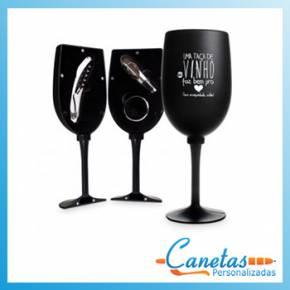 Kit vinho no formato de taça